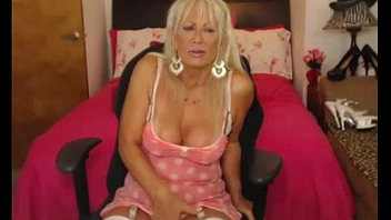 Incomparable Cougar Masturbates Getting Will not hear of Dildo Bottomless gulf Inside