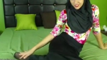 Real Hijab Arab Egypt Masturbates Her Creamy Arabic Pussy On Cam