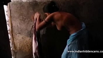 Desi Indian Aunty In Shower - IndianHiddenCams.com